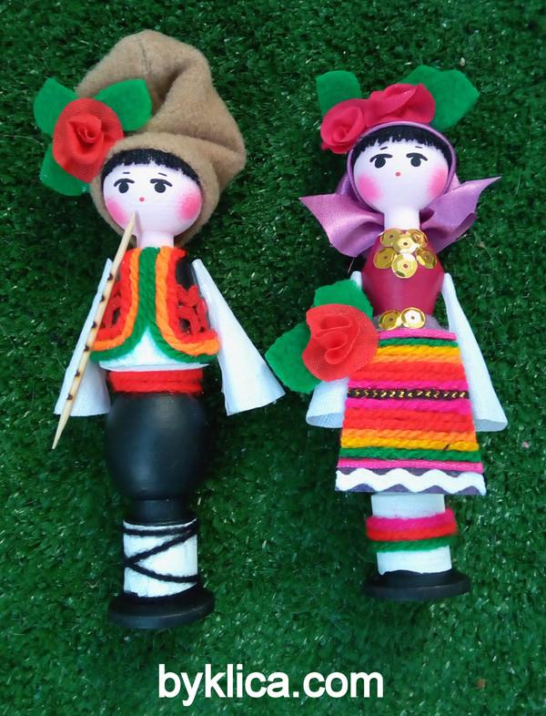 11.80лв. Сувенир Кукли от дърво с фолклорни носии