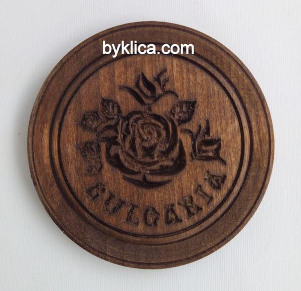 2.50лв Дървена чиния с дърворезба на роза 15см