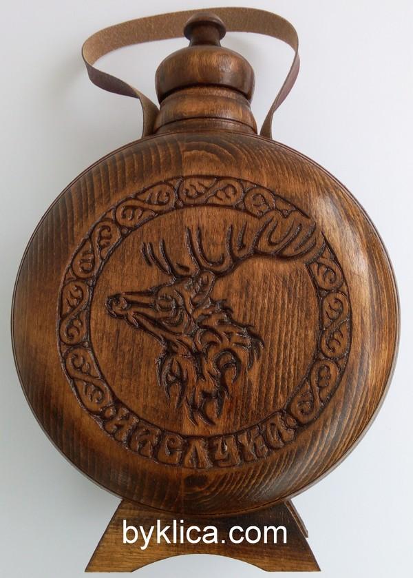 Бъклица с дърворезба на елен 1 литър