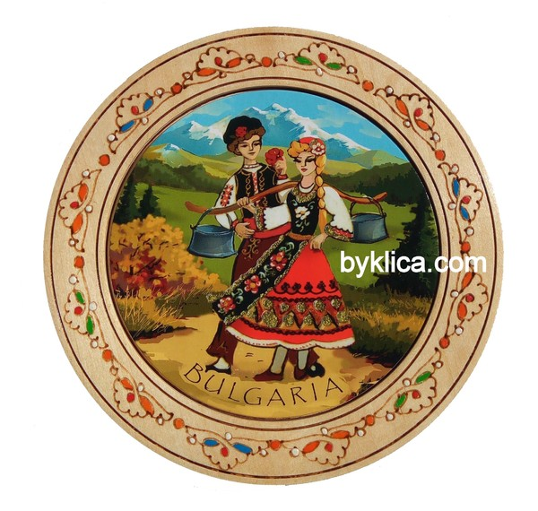 Дървена чиния с пирография Фолклорни мотиви 18 см