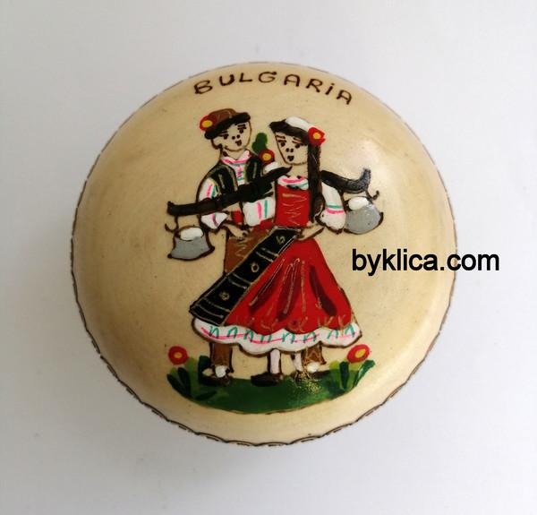 4.50 лв. Кутия за бижута Гъбка Момиче и момче с народни носии