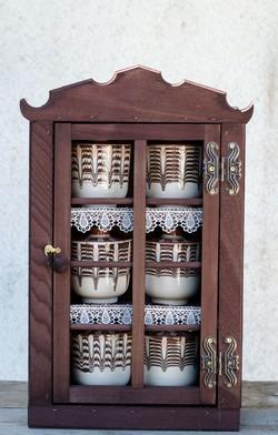 Шкафче с буркани