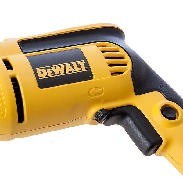 Бормашина ударна с плавно регулиране Dewalt DWD024, 701 W