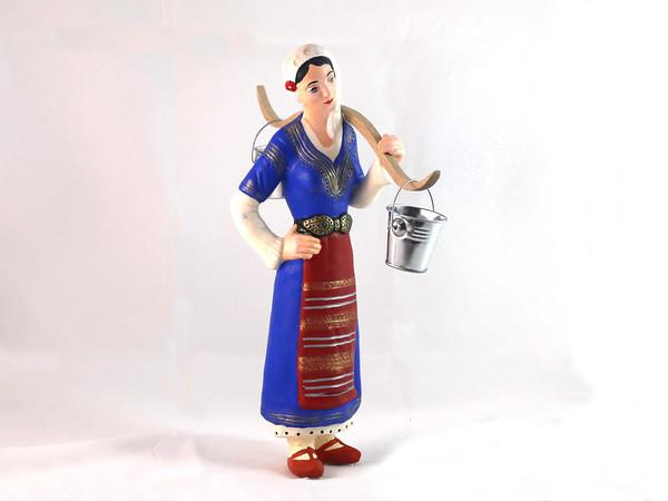Жена в народна носия