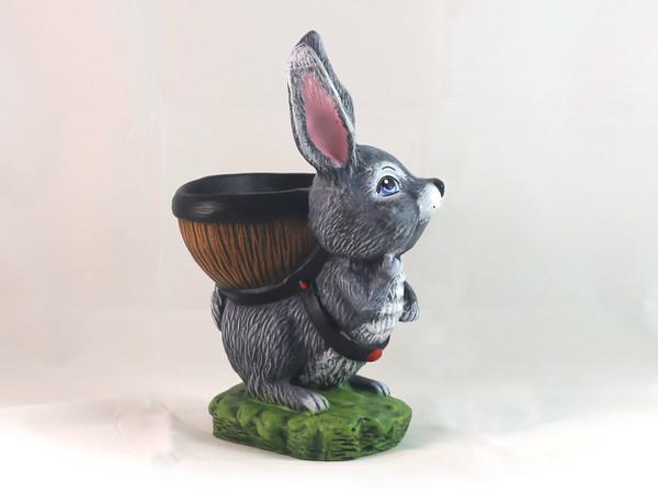 Заек с кош