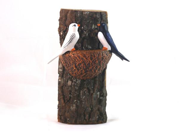 Гнездо с две лястовици