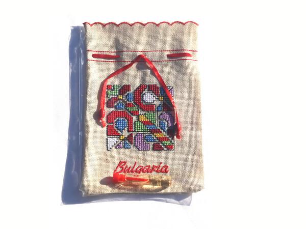 Бродирана торбичка с есенция.